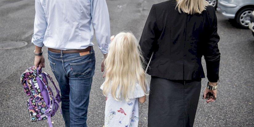c3f303d9 Forældre plages af dårlig samvittighed over ikke at være mere sammen med  deres børn. Men var det egentligt bedre i gamle dage, da mødrene gik hjemme?