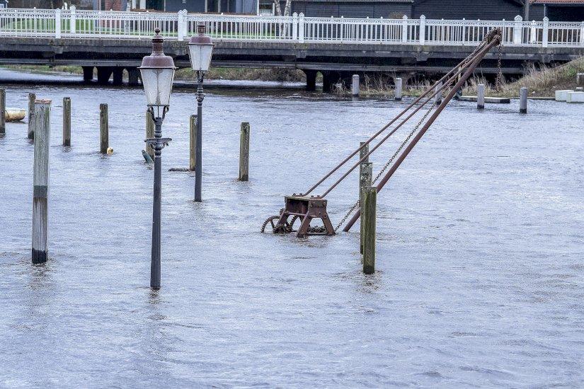 Voldsomt vejr - gader står under vand...