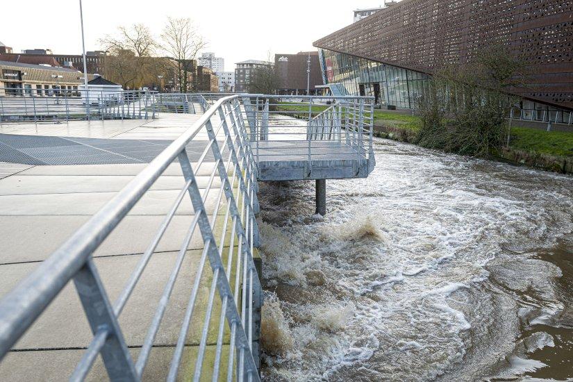 LIGE NU: Færger er aflyst og vandet truer