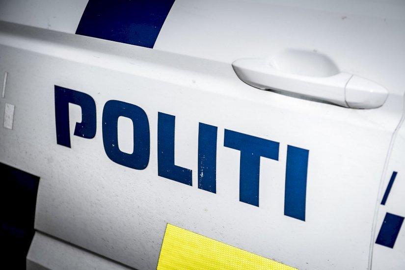Dramatisk ulykke: Betjent kørt på skadestuen