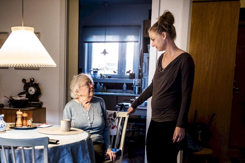 Ny aftale for private plejere: Ufaglærte skal SOSU-uddannes