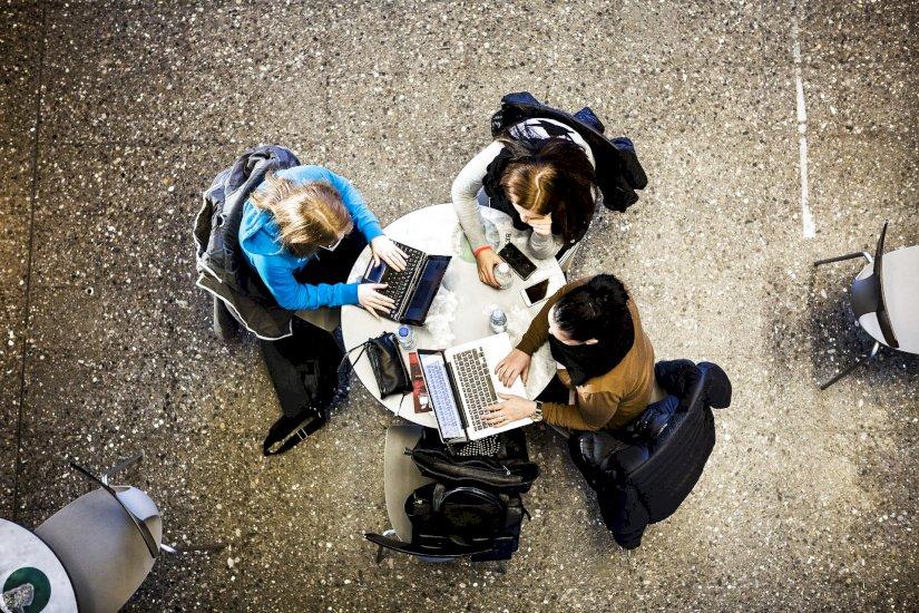 Universiteter genåbner med corona-tiltag