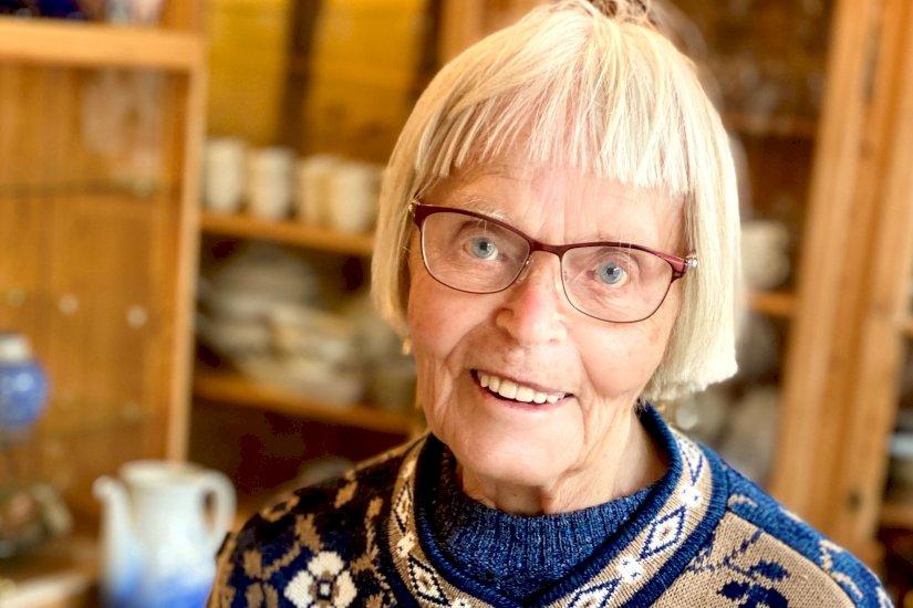 Anna er 95 og arbejder stadig: Jeg kan ikke bare sidde og trille tommelfingre