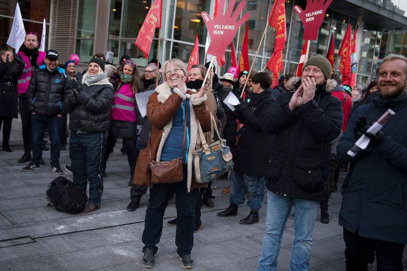 Demonstranter_foran_KL_under_OK18_Liselotte_Sabroe_Ritzau_Scanpix