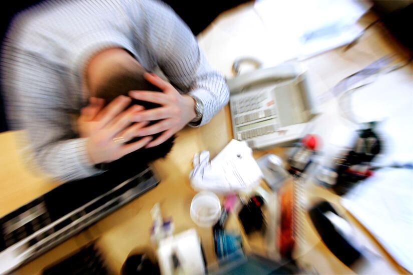 Stress_Hoved_i_skrivebord_Jens_N__rgaard_Larsen_Ritzau_Scanpix_1650px