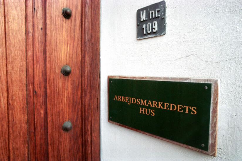 Aarhus-virksomhed skal betale 450.000 kr for ulovligt at varsle HK'ere ned i løn