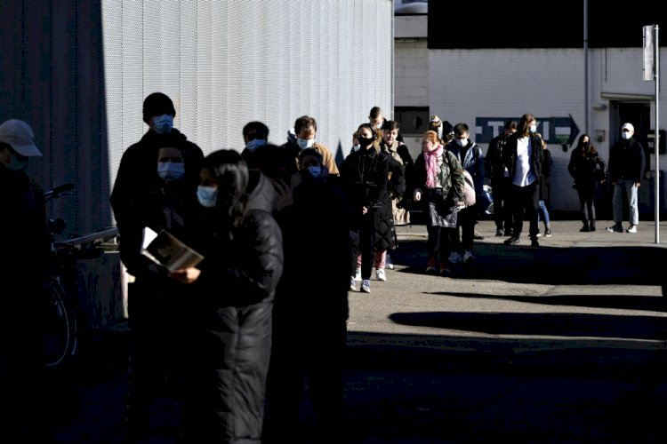 Lange køer til test efter udbrud i københavnsk kvarter