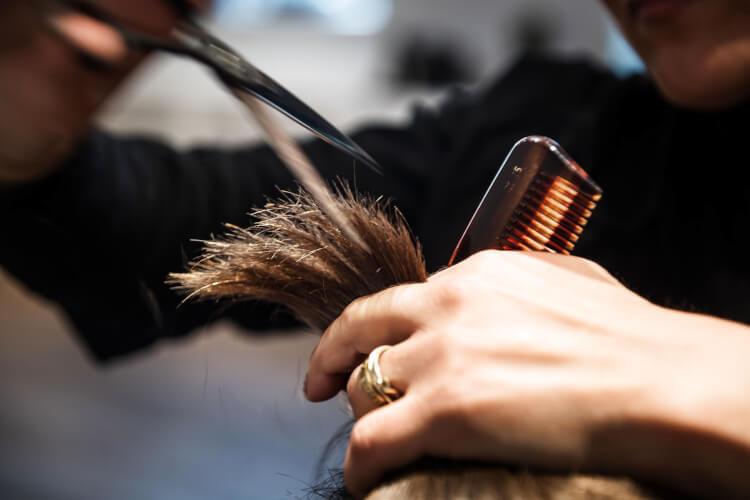 Genåbnet bornholmsk frisør: Jeg er fuldt booket en måned frem