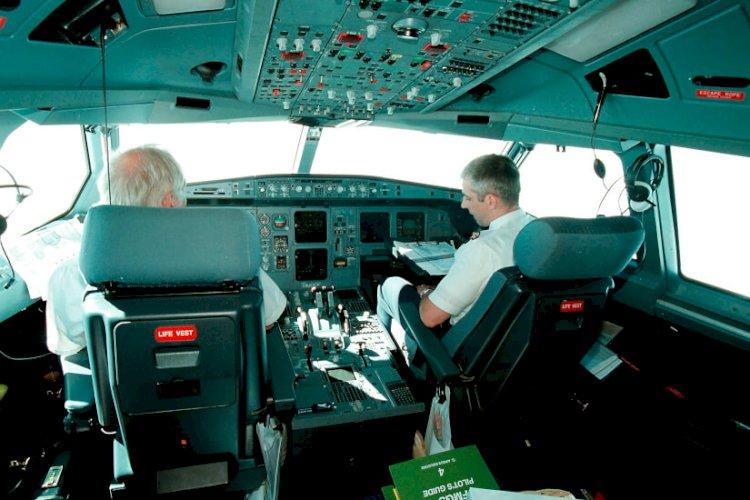 Piloter_i_cockpit_Bent_K_Rasmussen_Ritzau_Scanpix