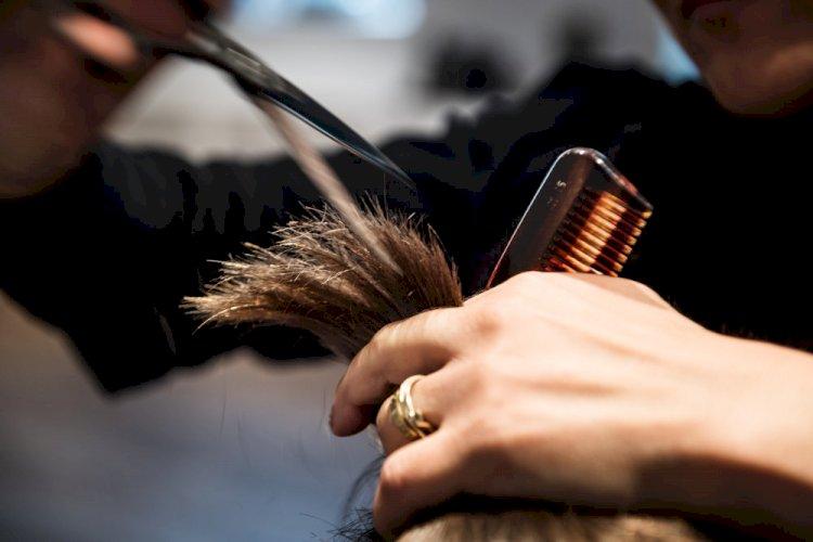 Mere end 100.000 har tirsdag bestilt tid hos frisøren