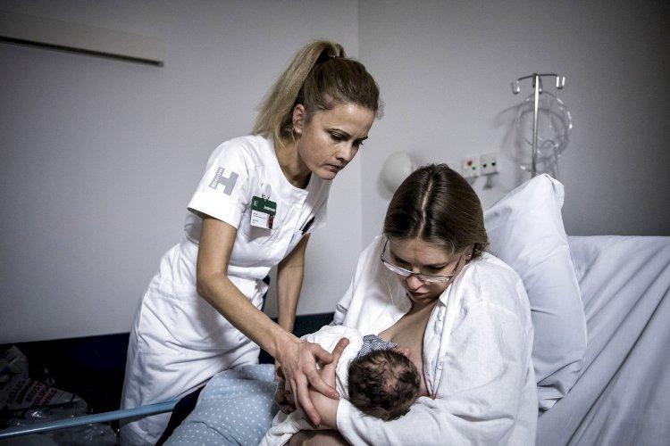Efter rædselshistorier om fødsler: Partier kræver rettigheder til fødende