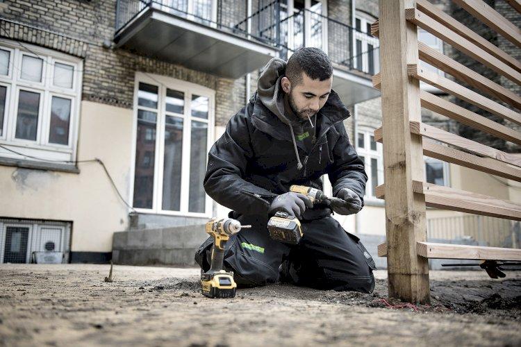 Venstre: Det skal være nemmere for håndværkere at komme på universitetet