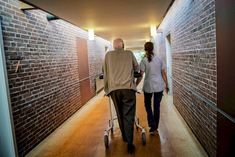 Sikkerhedsvagter beskytter ansatte mod vold fra ældre: Bedrøveligt, at det er kommet dertil